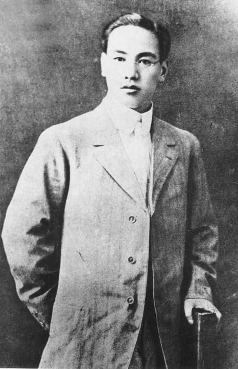 被章子怡戴上绿帽子的这个老头儿,蒋介石都曾在他面前下跪